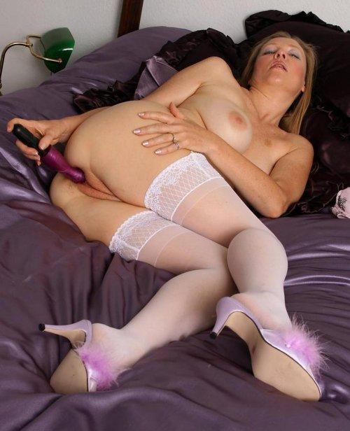 порно фото сидящих мамок в чулках