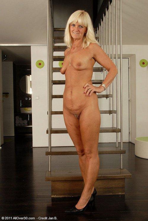 Целлюлитные зрелые женщины порно фото 28 фотография