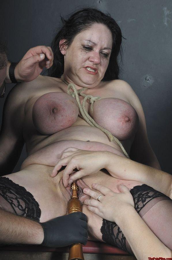 Смотреть бесплатно порно жестокое в масле 11 фотография