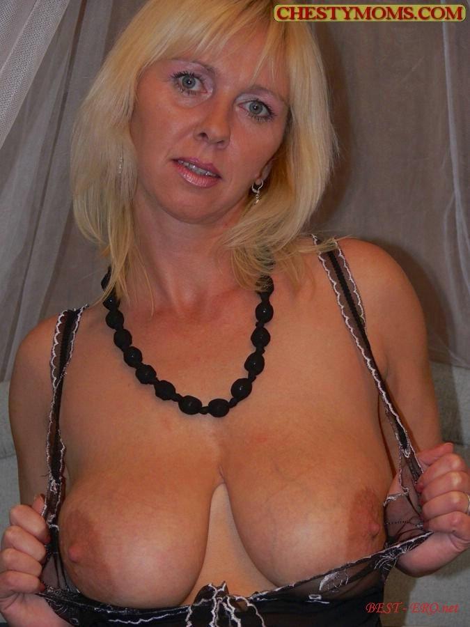 большая натуральная грудь зрелой женщины: