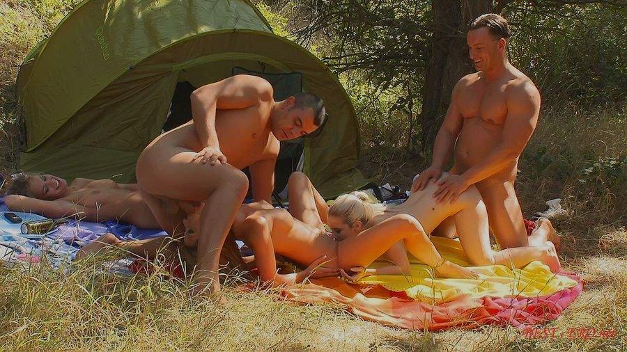 пристроился потрахатся порно секс на рыбалке в палатках участники участницы момент
