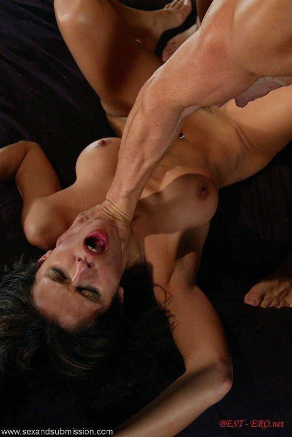 жени порно избивание