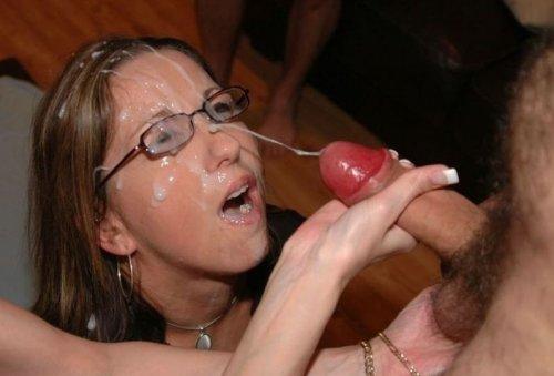 Большие выстрелы спермы в рот 3 фотография