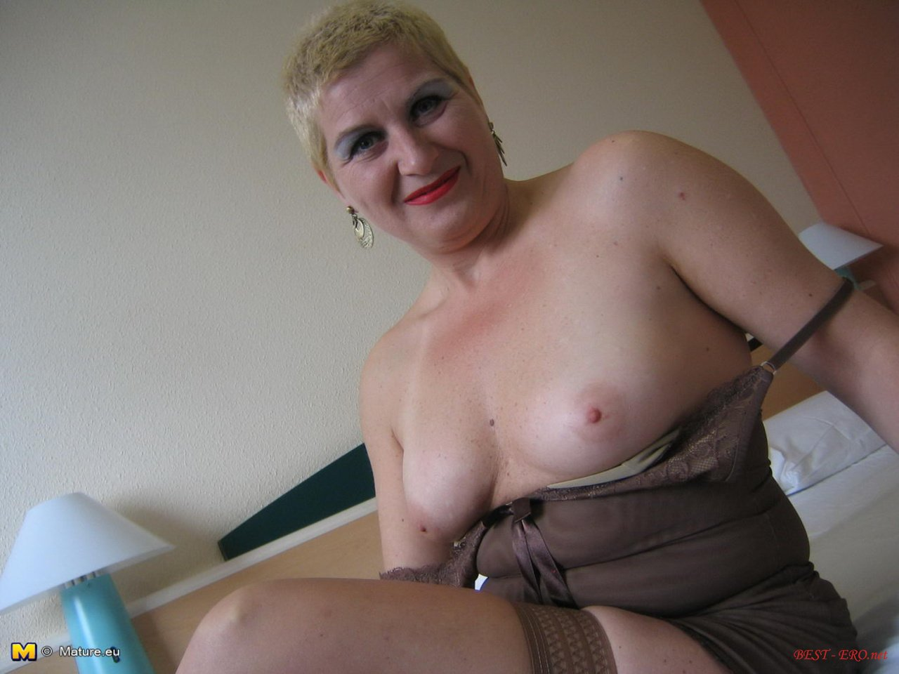 Толстая мадам мастурбирует 1 фотография
