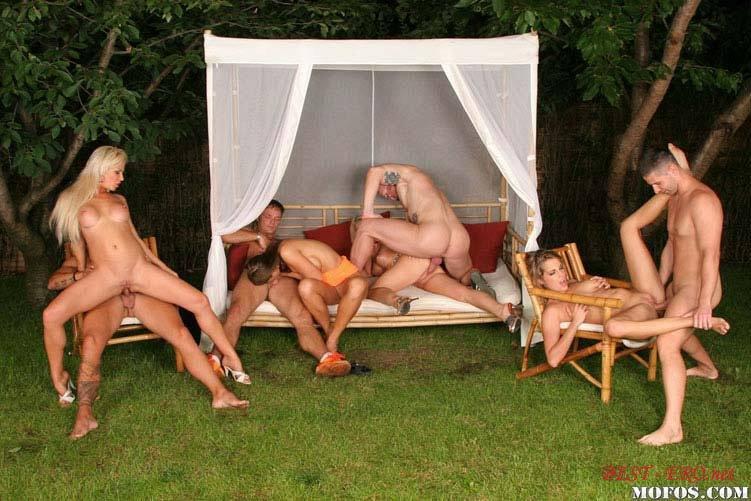 Русский секс на природе групповой 21 фотография