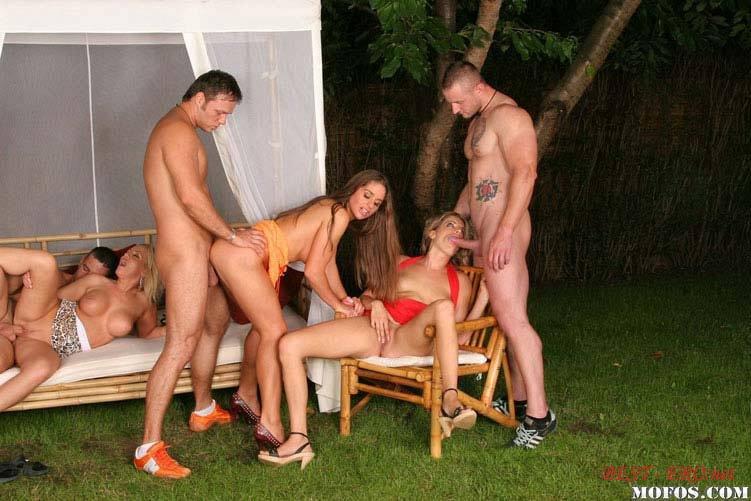 груповой секс на поляне
