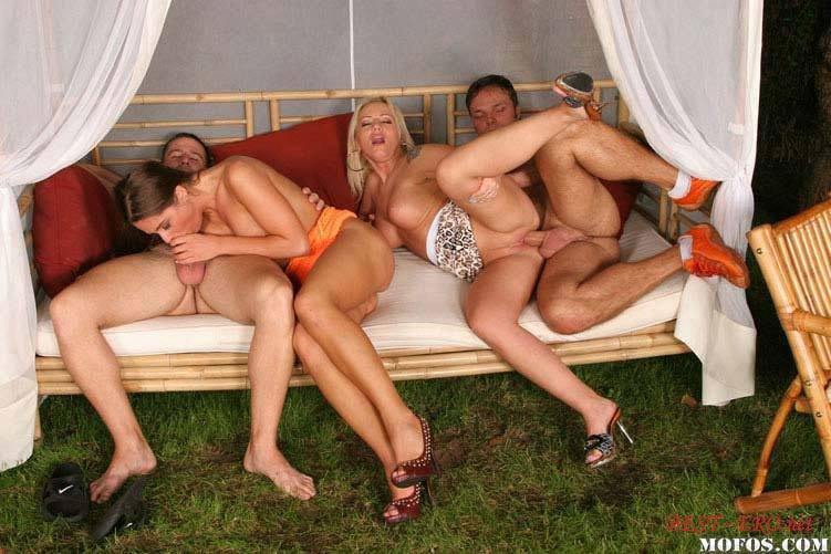 Русский секс на природе групповой 9 фотография