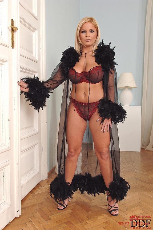 Порно фото блондинок в нижнем белье 7 фотография