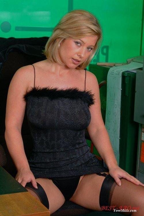 Смотреть онлайн порно девушек в чулках в хорошем качестве 21 фотография
