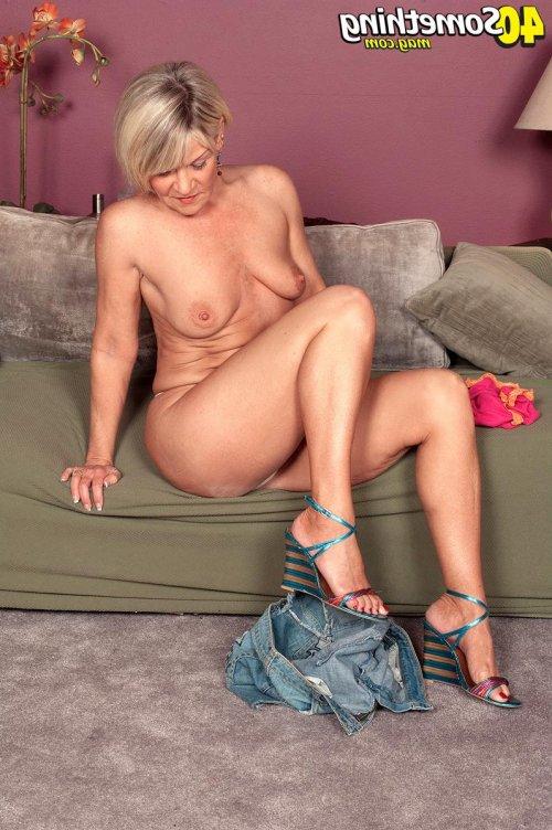 Порно фото с сексуальной старушкой, которой уже за 60-т порадует многих цен