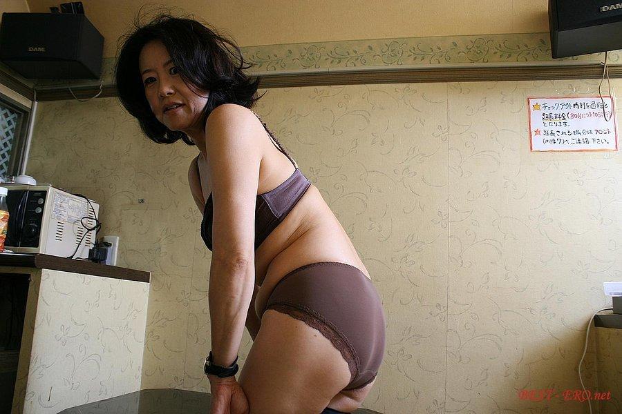 Смотреть бесплатно порно негры пустили по кругу японку 23 фотография