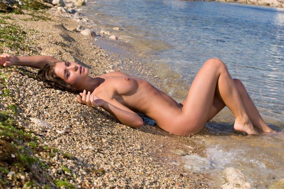Голоя пизда в море фото 656-643