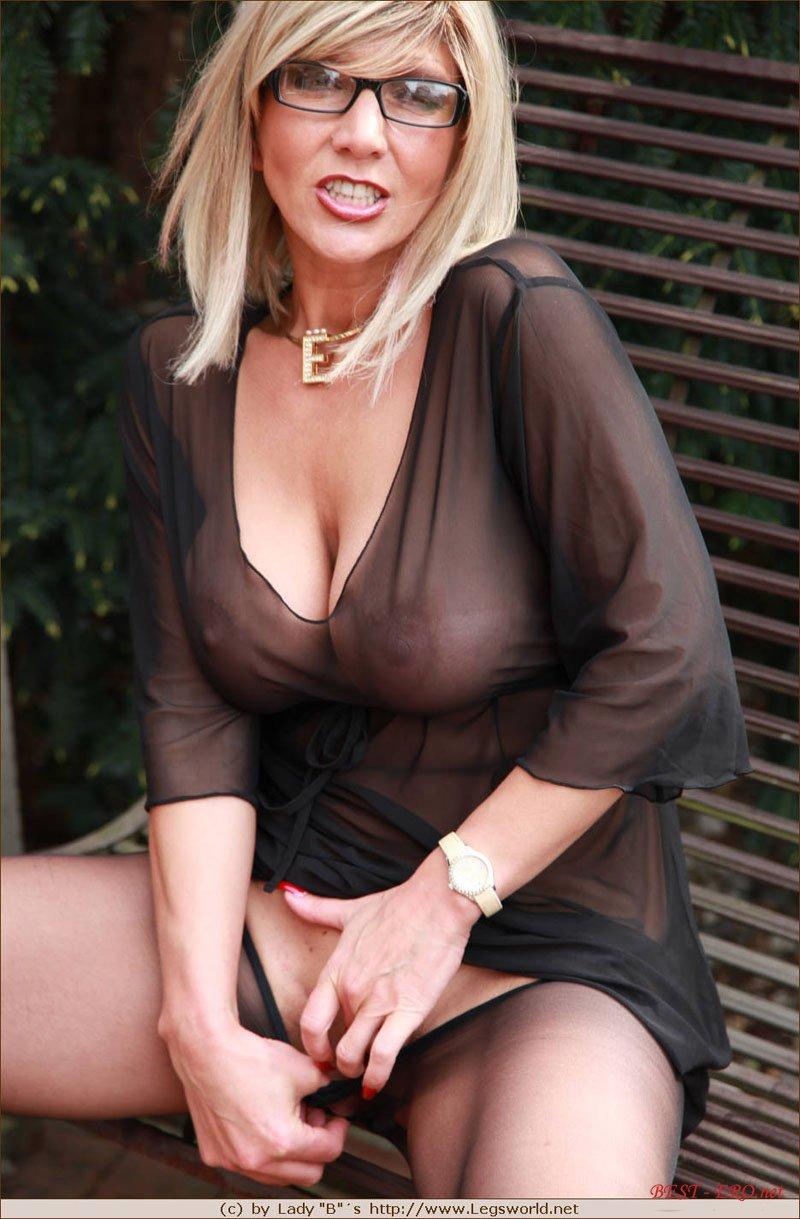 Фото порно зрелых в колготках 27 фотография