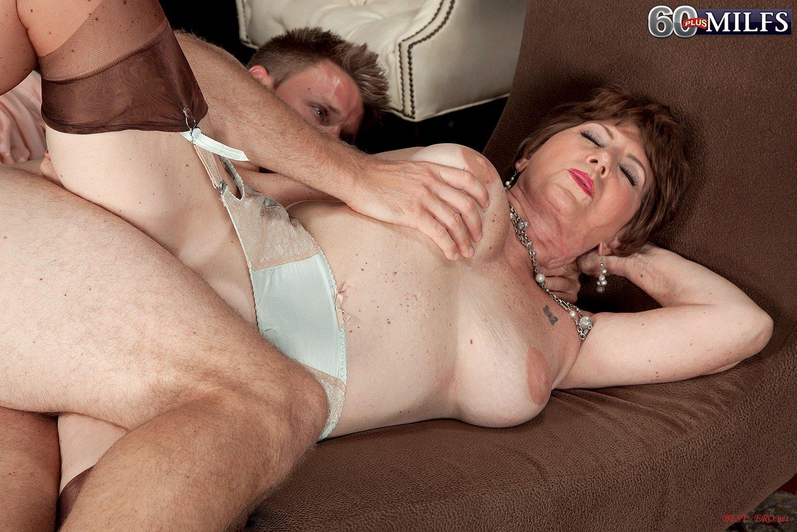 Секс анальный старухами 12 фотография