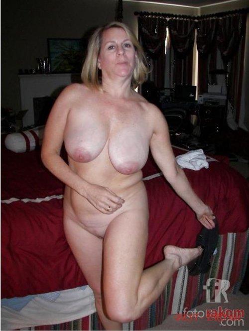 Смотреть бесплатно порно онлайн молодые парни изрелые женщины с большими сиськами 30 фотография
