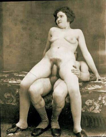 Ретро фото пизды, женщине делают массаж много мужиков во всех местах смотреть фильм