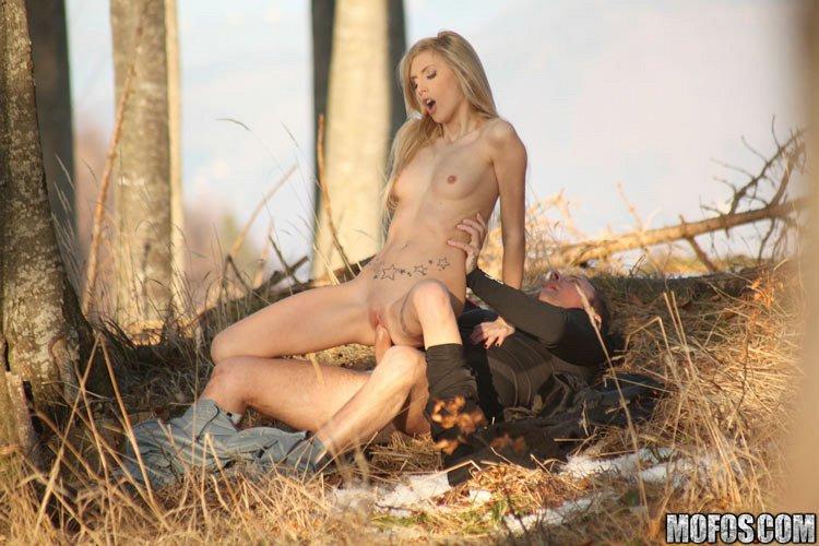 порно в лісі з красотками