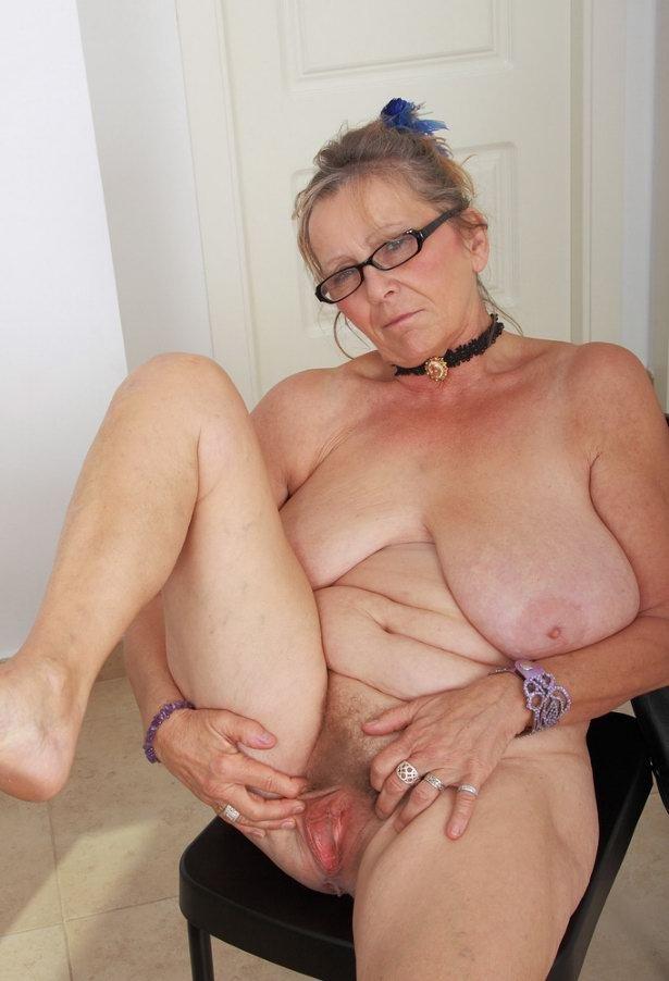 Бабушк показывает пизду порно фото фото 273-55
