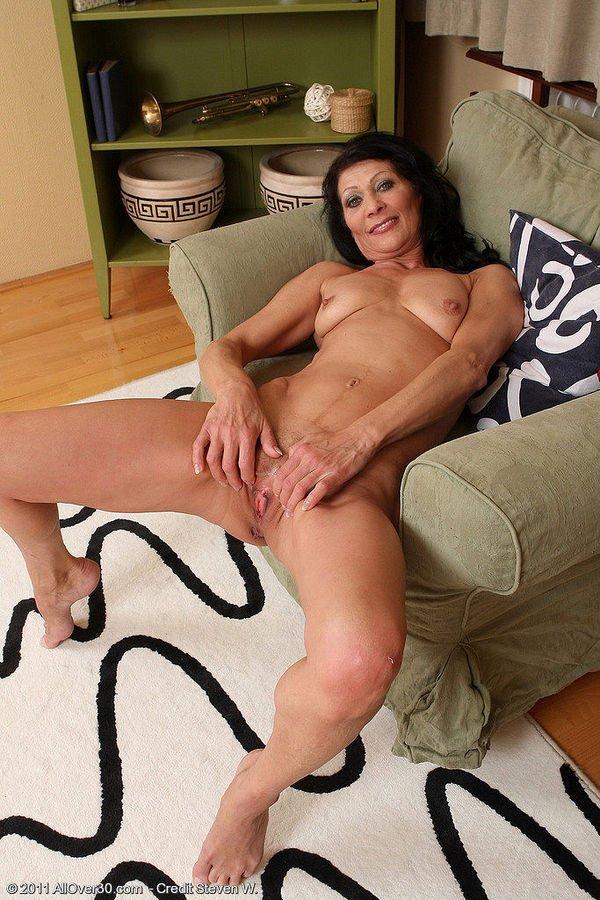 Миниатюрные лесбиянки со сладкими пизденками занимаются