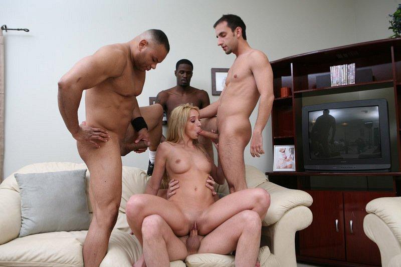 порно трое трахают русскую проститутку
