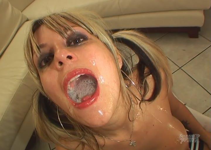 Транси пьет сперму