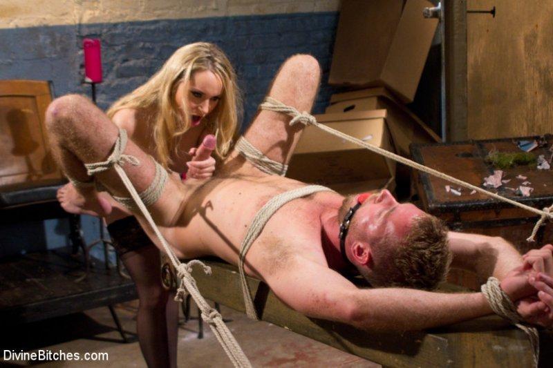 Баба издевается над рабом фото 210-496