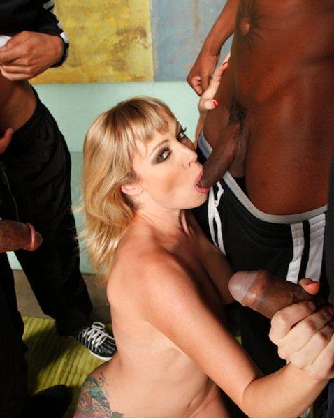 Порно негр прет блондинку
