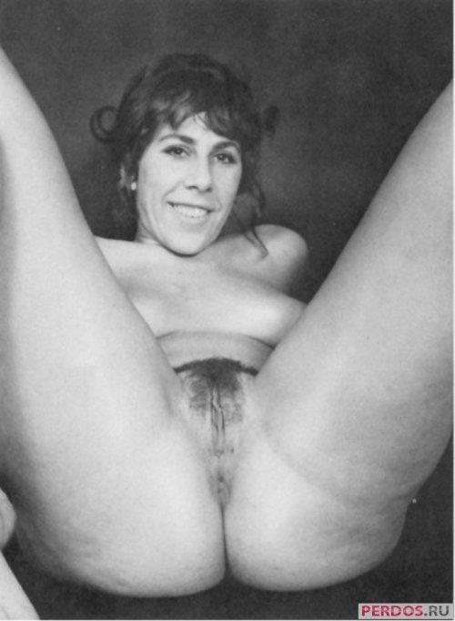 Чёрнобелое фото зрелых с волосатыми писями 16 фотография