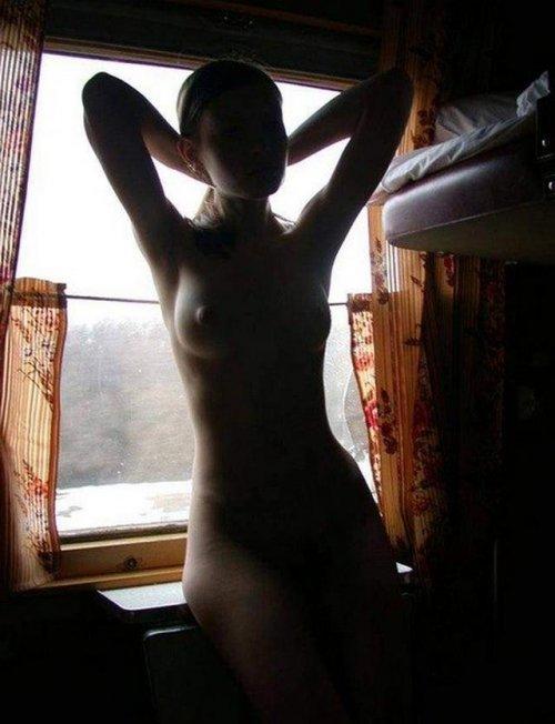 Проводница отсасывает порно 14 фотография
