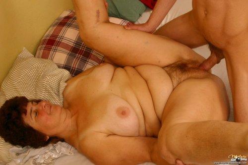 Порно старых женщин в жопу  PornoRezka