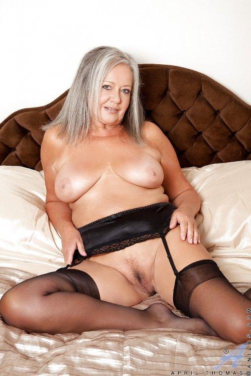 фото голых старых женщин в чулках