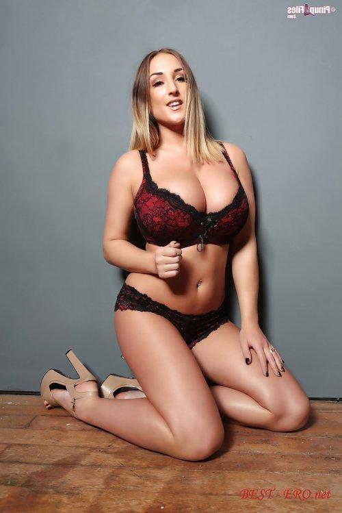огромные голые сиси порно фото